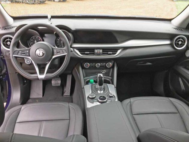 Alfa-Romeo-Stelvio-Sport-Dsh