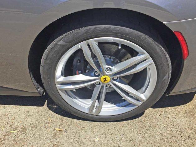 Ferrari-GTC4-Lusso-Whl
