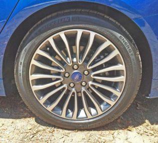 Ford-Fusion-Hybrid-Whl