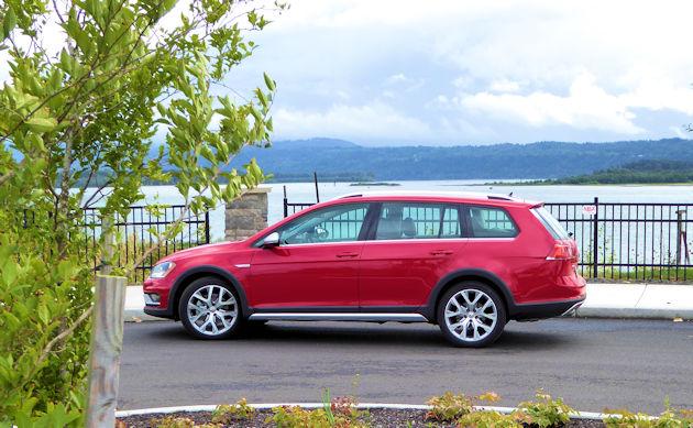 2017 Volkswagen Golf Sportwagen and Alltrack Test Drivesnbsp