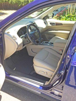 Nissan-Pathfinder-Int