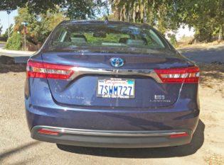 Toyota-Avalon-Hybrid-Tail