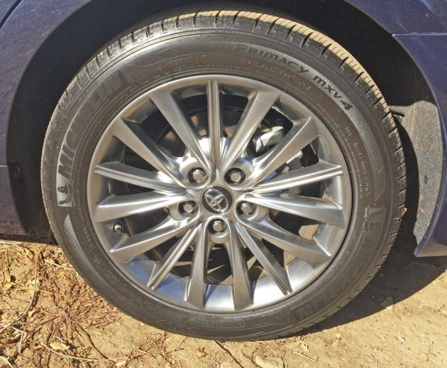 Toyota-Avalon-Hybrid-Whl