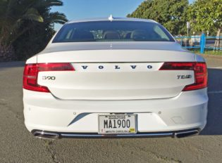 Volvo S90 T8 Tail
