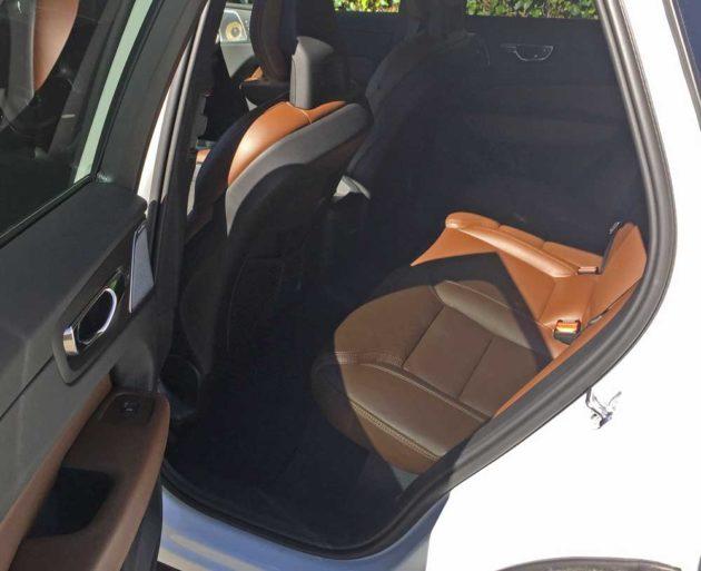 Volvo-C60-T8-e-AWD-RInt