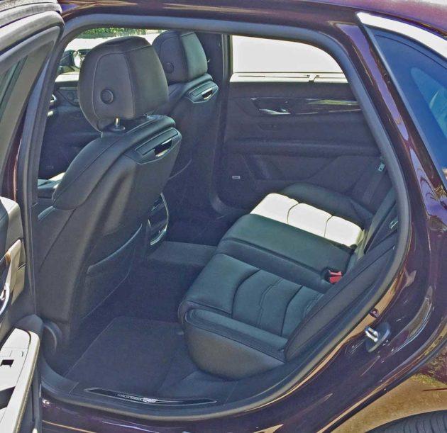 Cadillac-CT6-PHEV-RInt-