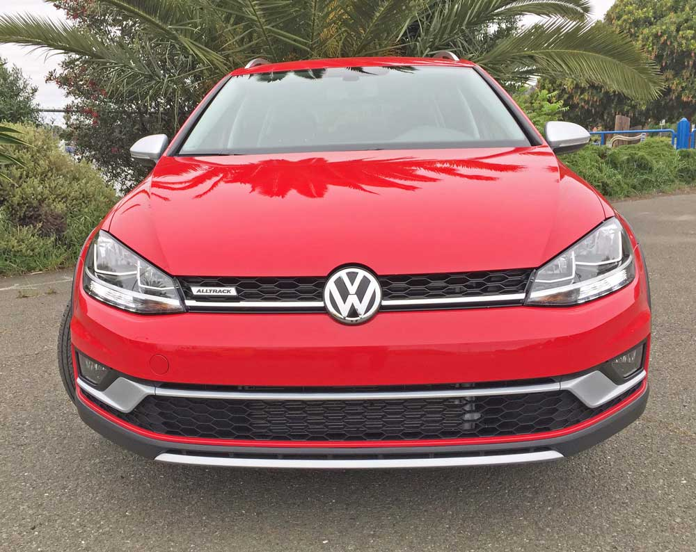 VW-Golf-Alltrack-Nose