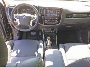 Mitsubishi-Outlander-PHEV-Dsh