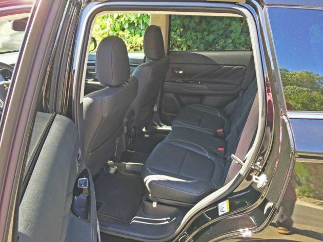 Mitsubishi-Outlander-PHEV-RInt