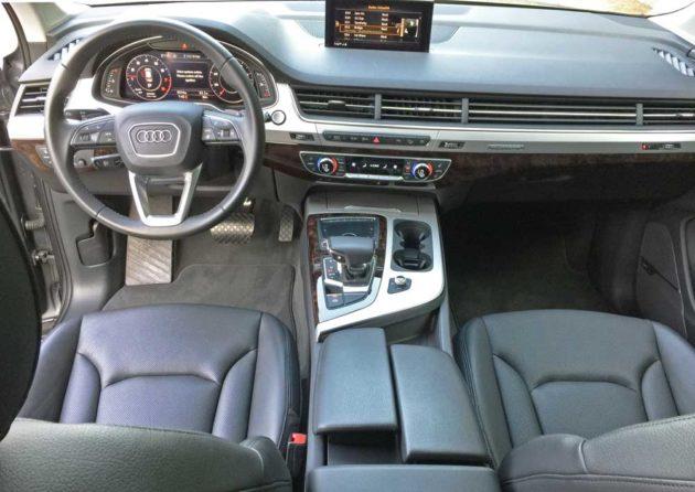 Audi-Q7-2.0T-Dsh