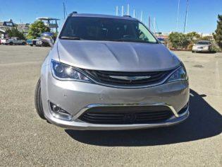Chrysler-Pacifica-Hybrid-Nose