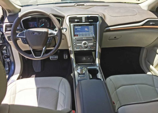 Ford-Fusion-Energi-Dsh