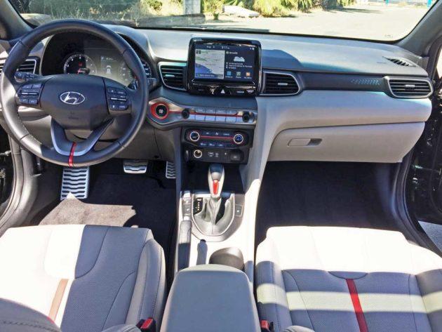 Hyundai-Veloster-Turbo-Dsh