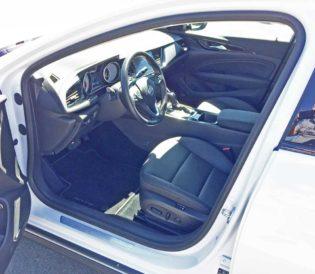 Buick-Regal-TourX-Int