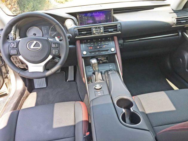 Lexus-IS-350-Dsh