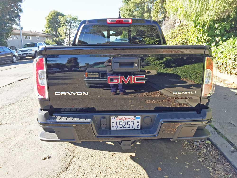 GMC-Canyon-Denali-Tail