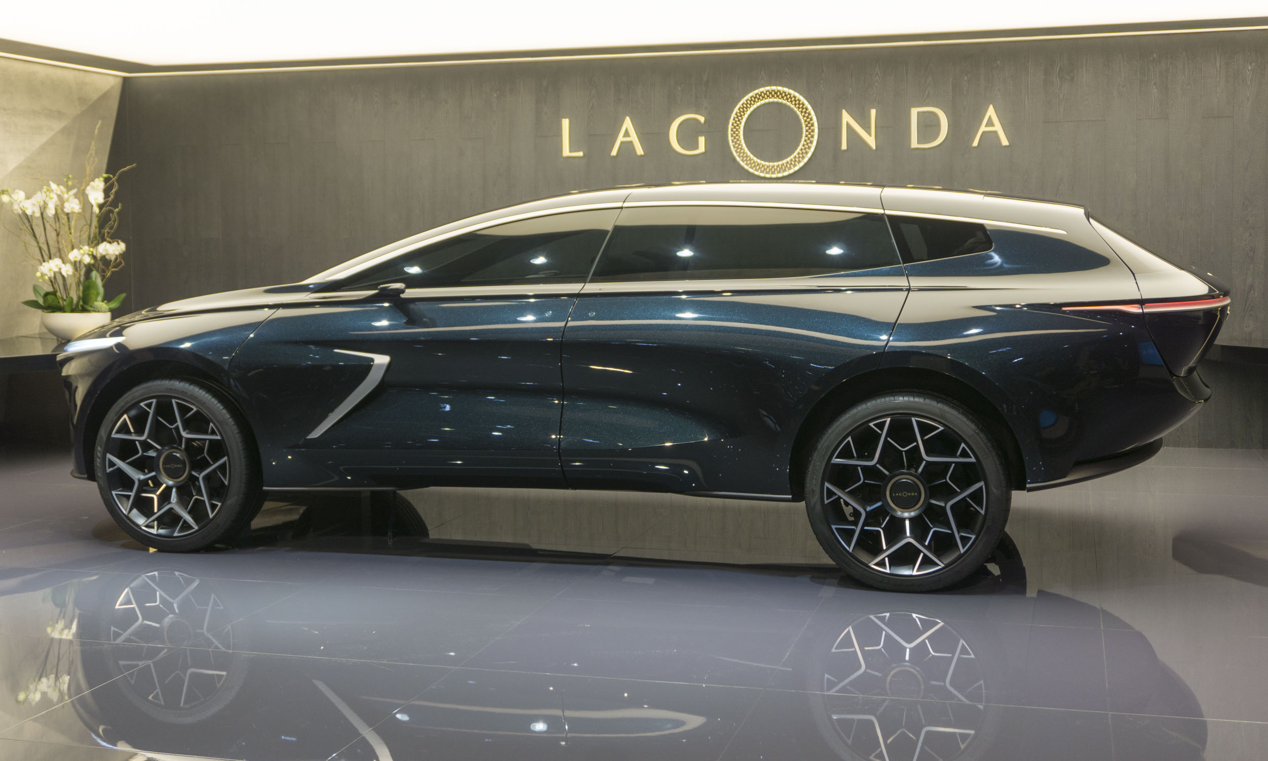2019 Geneva Motor Show: Aston Martin Lagonda All-Terrain Concept