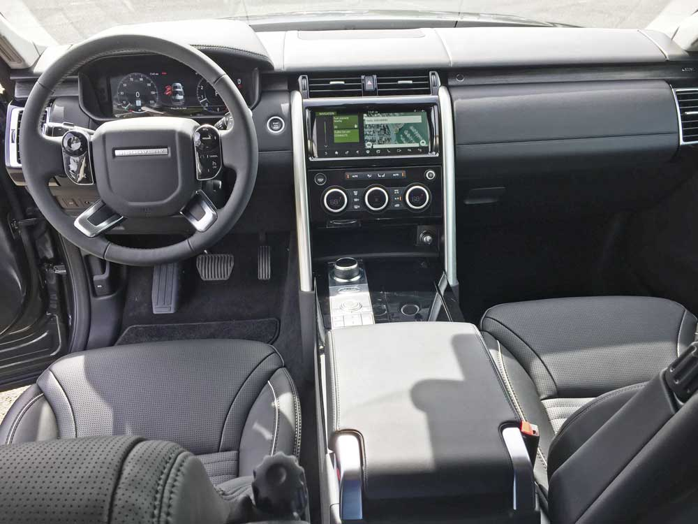 Land-Rover-New-Discovery-HSE-Lux-Dsh
