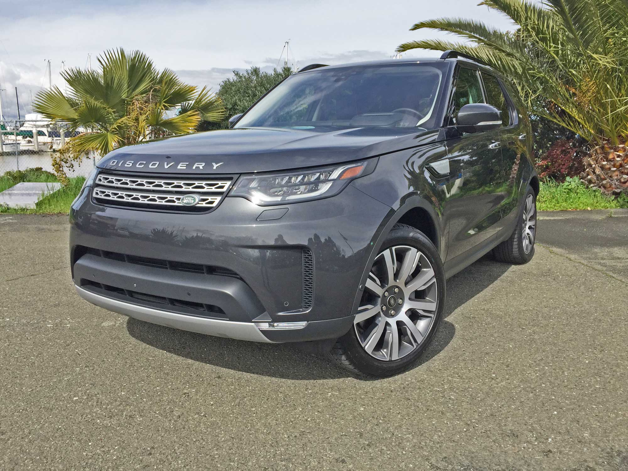 Land-Rover-New-Discovery-HSE-Lux-LSF