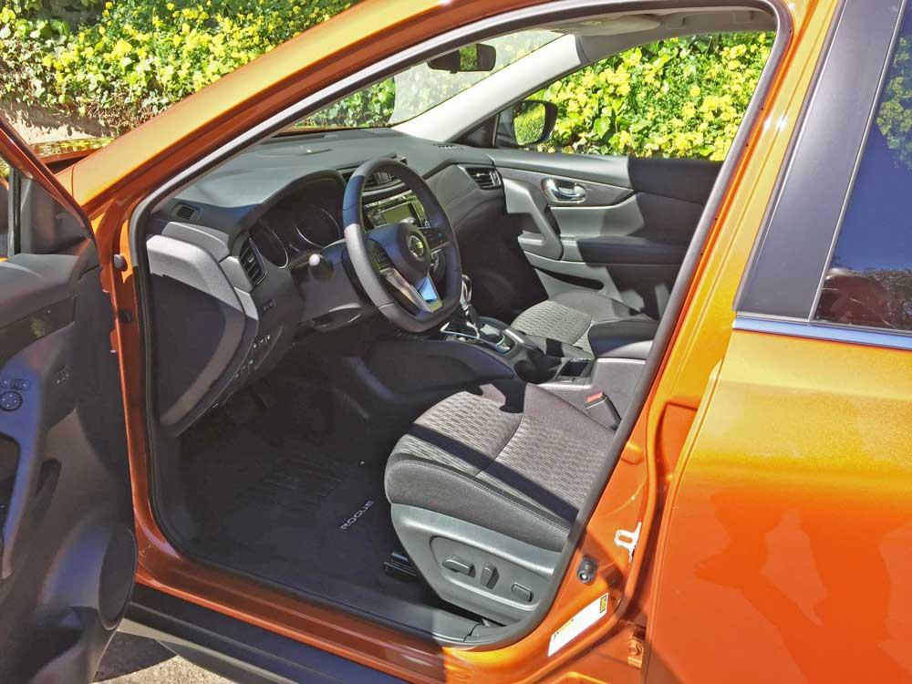 Nissan-Rogue-SV-AWD-Int