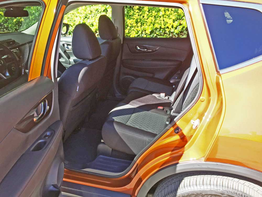 Nissan-Rogue-SV-AWD-RInt