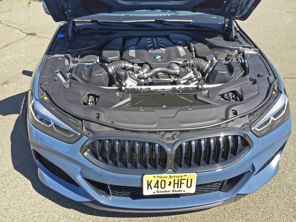 BMW-M850i-Eng