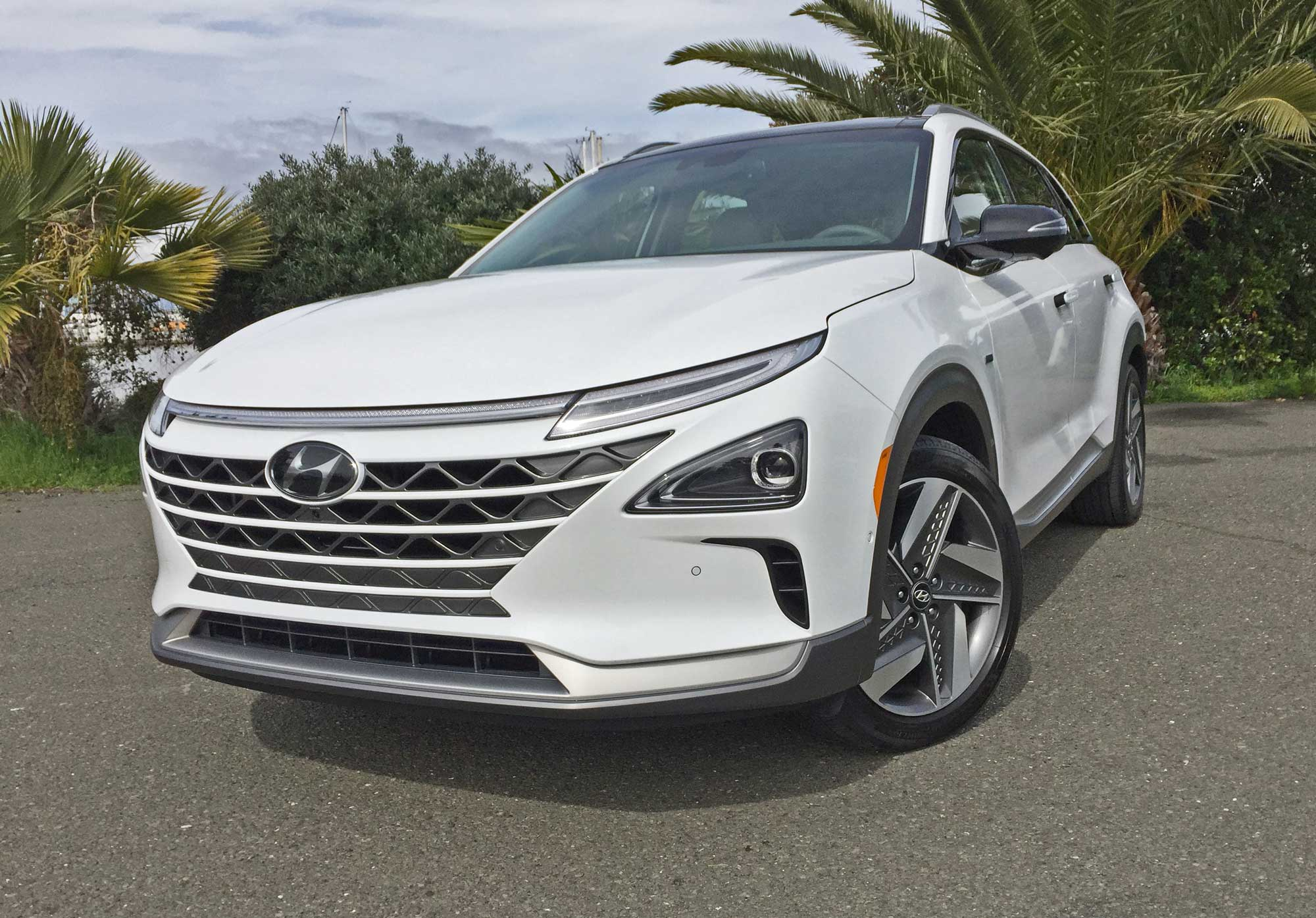 Hyundai-NEXO-FCEV-LSF