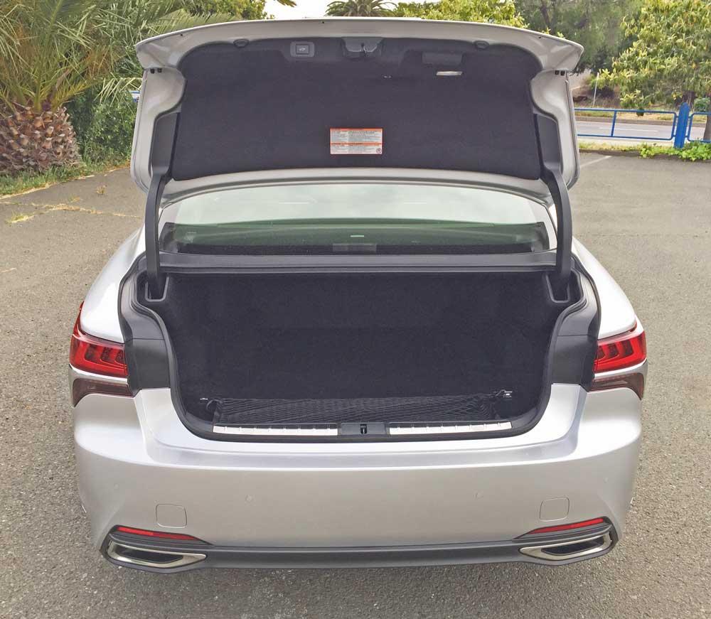 Lexus-LS-500-Trnk