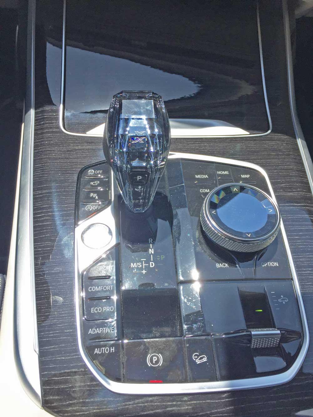BMW-X7-50i-Cntrls