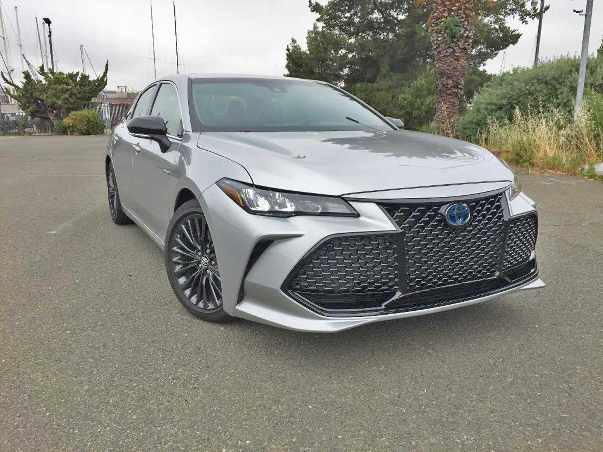 2020 Toyota Avalon XSE Hybrid Sedan Test Drive