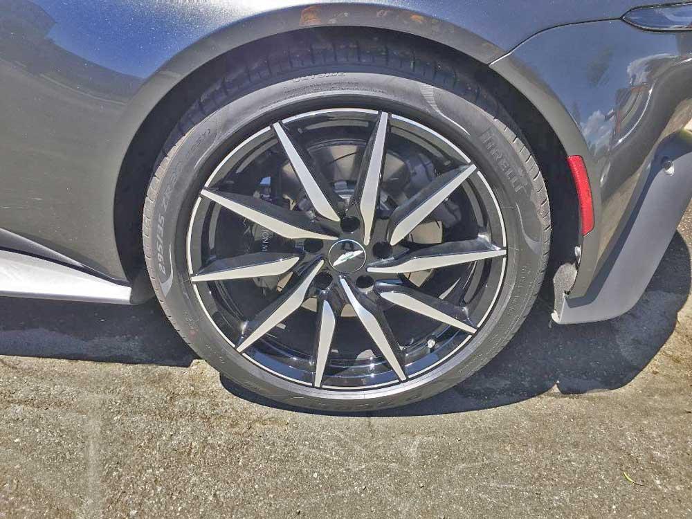 2020 Aston Martin Vantage Coupe tires