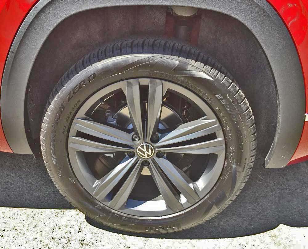 2020 Volkswagen Atlas Cross Sport SE V6 tires