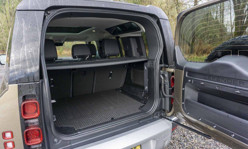2020 Land Rover Defender trunk