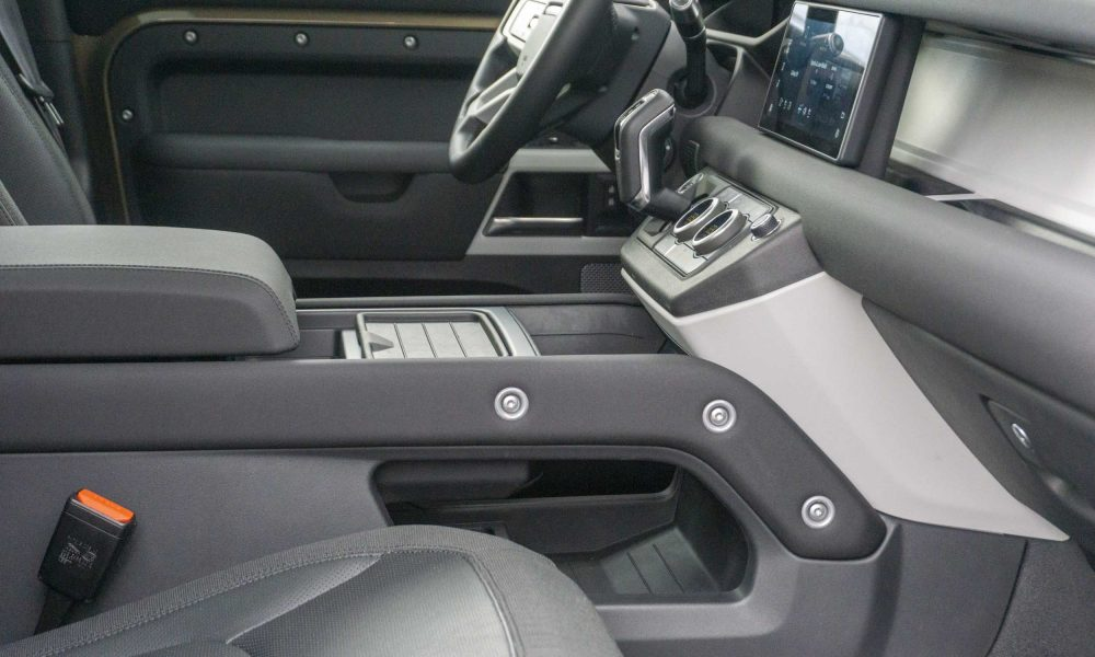 2020 Land Rover Defender center console